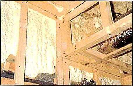 ハイプレンハンディフォームの使用用途3 壁面の断熱及び断熱補修