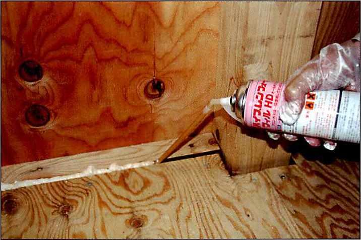 ハイプレンフォームの使用用途例1 壁面・床の気密補強
