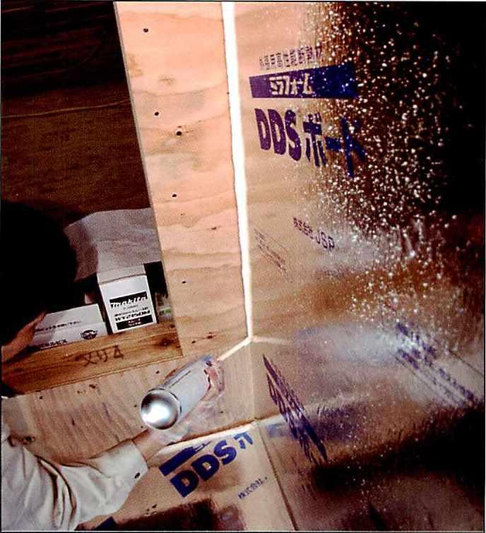 ハイプレン弾性フォームの使用用途5 壁面隅部ので断熱・気密補強
